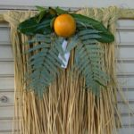縁起の良い日本の正月飾り。手作りのしめ縄とお飾りの意味